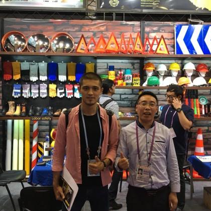 Переводчик Азиз на выставке Canton Fair