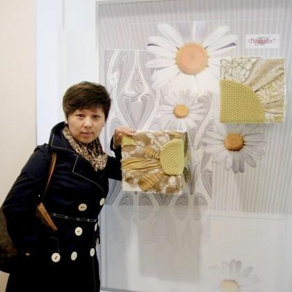 Переводчик Кристина на выставке обуви